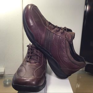 Nice Clark Mens Wave Tract shoes, Great Condition.